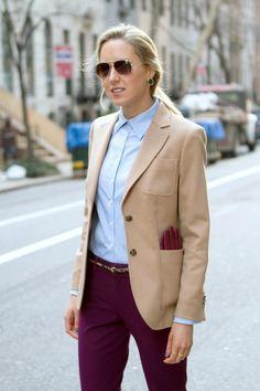 Офисная мода: деловой стиль одежды, фото, тенденции офисной моды 2018-2019 года. Дресс-код в офисе: что одеть в офис, цвета делового стиля одежды, современные тренды офисной моды. Plum Pants, Burgundy Pants Outfit, Burgundy Blazer, Office Fashion, Work Fashion, Nyc Fashion, Autumn Fashion, Fashion Outfits, Beige Blazer