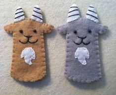 Cute Goat Finger Puppet por LumpyButtonsGifts en Etsy
