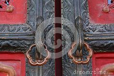 The old door was filmed in the Imperial Palace in Beijing, it has a history of several hundred years, the wooden doors on package copper has become black, it can also see the dragon, a royal style.