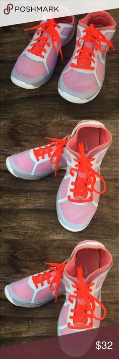 Nike women shoes Awesomely comfortable and well taken care of women nikes. Nike Shoes Sneakers