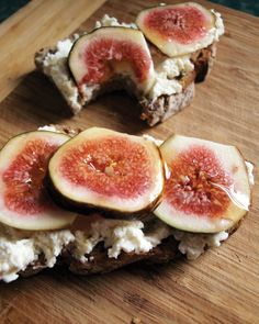 Fig, ricotta and honey toast - Vegetarian & Vegan Recipes Fig Recipes, Great Recipes, Vegetarian Recipes, Favorite Recipes, Healthy Recipes, Finger Food Appetizers, Appetizer Recipes, Honey Toast, Bagels