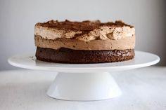 """Diese Schokosahne vereint deutsche und amerikanische Vorzüge: """"Ombre Cake"""" mit Rührteigboden - ein Rezept für Anfänger und kleine Küchen."""