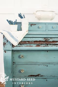 I shared a dresser a few days ago and labeled it as my new favorite piece in a while. Well, I've changed my mind. This one has knocked the other one off of that throne. I painted it in a color similar to French Enamel, but it's a custom mix MMSMP of Flow Blue and Shutter Gray. This is another ... Read More