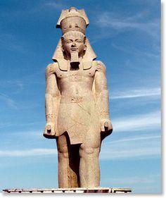 Ramesse statue