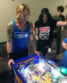 Duff and Slash in Hershey ( @jjpinball via Twitter)