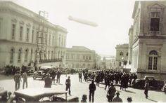 Dirigível Zeppelin sobrevoando Porto Alegre em 26.06.1934. O prédio do lado esquerdo é do Theatro São Pedro