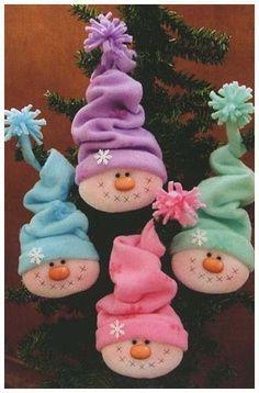 Felt Ornament Snowman Head with Hat Os encantos da net - Natal Snowman Crafts, Christmas Projects, Felt Crafts, Holiday Crafts, Holiday Fun, Christmas Ideas, Christmas Snowman, Winter Christmas, Christmas Holidays
