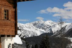 Tivoli Lodge in Davos has a deep rich cladding colour which is a lovely blend of warmth without being too dark.