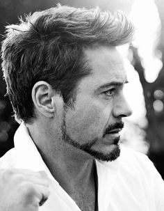 Robert Downey Jr, Iron man is look different on natural lol