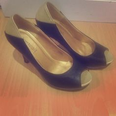 Shoe dazzle size 7 black and gold Show dazzle by Kim kardashian. Black and gold peep toe pumps with built in platform. Wore a handful of times, they are really comfortable. Shoe Dazzle Shoes