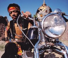 First Look At Andre 3000 (Outkast) As Jimi Hendrix Harley Davidson Panhead, Famous Musicians, Famous Men, Famous People, Famous Faces, 2pac, Jimi Hendrix, Iconic Photos, Rare Photos