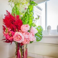 Good morning! I want to share another beautiful, unique arrangement made with J from @uBloom featuring items from my #vegetable garden. Dill, Dragon's Breath #Celosia from my #HomeGrownCutFlowerCollection, Gomphrena, 'Voyage' #roses, and 'Peppermint' Swis