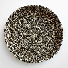 Heathered Black and White Raffia Tray Window Wall Decor, White Interior Design, Baskets On Wall, Home Decor Kitchen, New Furniture, Basket Weaving, Home Accessories, Sewing Crafts, Black And White