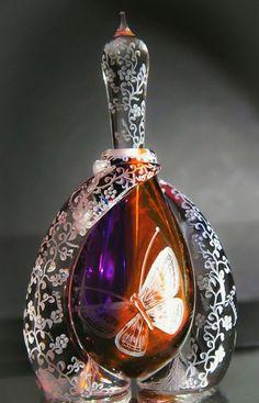 Hand engraved crystal perfume bottle vanity homedecor by AkokoArt Perfume Tray, Crystal Perfume Bottles, Antique Perfume Bottles, Vintage Bottles, Glass Bottles, Wine Bottles, Perfumes Vintage, Beautiful Perfume, Vase
