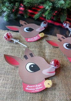 'Tis the season for fun classroom treat ideas! This Rudolph Lollipop Gift Idea is SO easy.all you need are red lollipops and the printable! Class Christmas Gifts, Christmas Classroom Treats, Preschool Christmas Crafts, Christmas Gifts For Parents, Rudolph Christmas, Preschool Gifts, Cheap Christmas Gifts, Christmas Favors, Christmas Crafts For Kids To Make