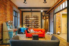 Четырёхкомнатная квартира наОстоженке скрасным холодильником и медными трубами. Изображение № 2.