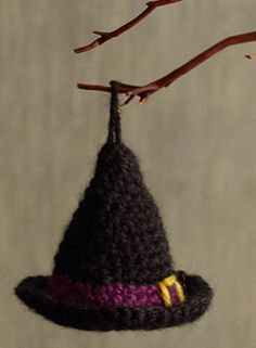 Get ready for Halloween with a simple knit witch hat ornament | easy Halloween decorations