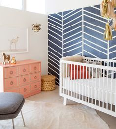 The navy, peach, and white colour palette and gold tinsel in this space make a chic statement.