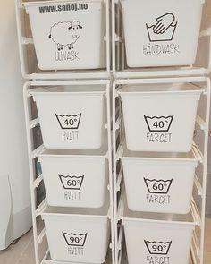 Tips og triks for små bad & mano-arbeiderne Under Sink Organization, Home Organization, Organizing, Inset Fireplace, Hanging Canvas, Laundry Room Storage, Shower Screen, Rubber Flooring, Küchen Design