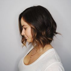 50 Wavy Bob Hairstyles – Short, Medium and Long Wavy Bobs for 2019 Messy Bob Hairstyles, Wavy Bob Hairstyles, Gorgeous Hairstyles, Brown Hair With Lowlights, Wavy Bob Long, Long Curly, Curly Bob, Bobs Blondes, Peinados Pin Up