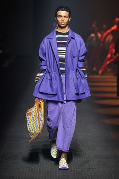 Kenzo Spring 2020 Men's Fashion Show. Designer menswear looks from Kenzo Takada from Spring 2020 Men's runway shows from Paris Daily Fashion, Men Fashion Show, Fashion Show Collection, Fashion 2020, Runway Fashion, Men's Fashion, Kenzo, Fashion Week Paris, Winter Fashion