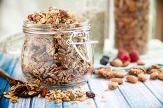 Az egészséges reggelik családjába tartozó granoláról sokáig megfeledkeztek, azonban a hatvanas évek óta egyre növekvő népszerűségnek örvend. A finom, ropogós keverék nem csak reggeli, hanem szuperegészséges nassolni való is lehet.