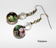 Boucles d'oreilles perles noires fleurs originales, perles à facettes transparentes et perles de rocaille bronze  : Boucles d'oreille par k...