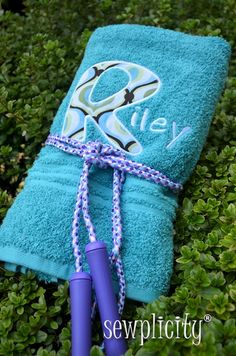 Personalized Towels (for pool party favors) - SEWING IN GENERAL - My little girl turned three this past week and we had an little pool party. We invited 6 of her friends to the town pool where they enjoyed swim Pool Party Favors, Birthday Favors, Birthday Parties, Birthday Boys, Birthday Ideas, Monogrammed Beach Towels, Personalized Towels, Water Party, Beach Wedding Favors