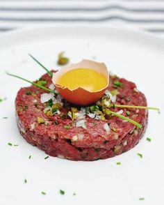 Nothing brings people together like good food Gourmet Recipes, Cooking Recipes, Healthy Recipes, Beef Dishes, Food Dishes, Food Design, Tartare Recipe, Bistro Food, Steak Tartare