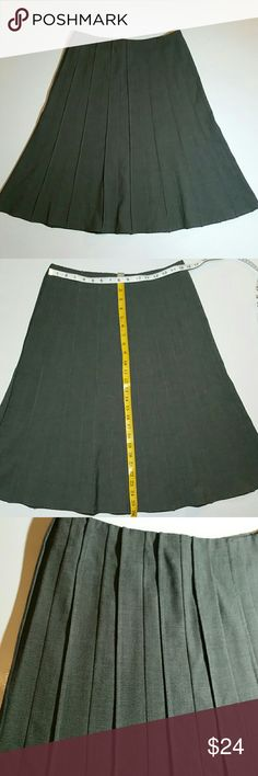 25% off BUNDLES Dalia Fit and Flare Pintuck Skirt Beautiful Classy skirt! Zips in the back. Unlined. Great condition Dalia Collection Skirts