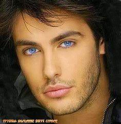 У лучшего мужчины - чёткий профиль, Нахальный взгляд... в котором беспредел... Красивая улыбка, ...
