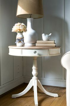 white furniture drum-table-painted-white-whitewashed-top-how-to of 2 Antique White Furniture, White Painted Furniture, White Bedroom Furniture, Painted Chairs, Side Table Makeover, Side Table Decor, Painted Side Tables, White Side Tables, Deco Marine