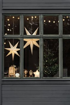 Need a bood booster as the evening grow cooler and darker? This STRÅLA star make this time of the year a bit brighter and a bit cosier. #myIKEA #christmas #lights #STRÅLA #xmasdeco #decorationideas #xmas #2020 #VINTER2020 #weihnachtsdeko #weihnachten #dekoration #homeinspo #interior #design #homeideas #IKEA #ideas #cosy