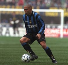 Luis Nazario de Lima Ronaldo THE BEST OF ALL TIMES... By far!!