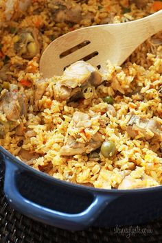 Chicken and rice, otherwise known as arroz con pollo is a delicious one pot meal the whole family will love. Arroz con pollo can be made so many different ways and also varies from country to country. In fact, I don Skinny Taste, Spanish Chicken, Spanish Food, Spanish Rice, Spanish Meals, Spanish Recipes, Mexican Food Recipes, Dinner Recipes, Dinner Ideas