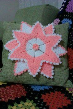 Crochet Flowers, Elsa, Blanket, Crafts, Craft, Crochet Keychain, Flowers, Key Chains, Blankets