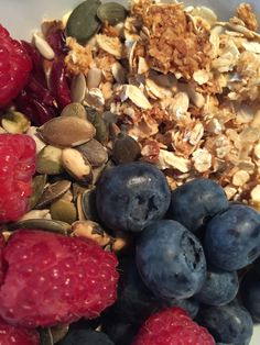 Homemade granola, berries, seeds..#happystart #homemade #granola #breakfast #raspberry #blueberry #cranberry #pumpkinseed #sunflowerseed #berriesandseeds #noyoghurt #nodairy #honey #oats #almonds #happyfood #gezond #ontbijt