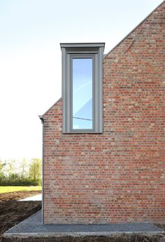 Atelier Tom Vanhee adds gabled wooden extensions to refurbished brick farmhouse Architecture Résidentielle, Dormer Windows, Bay Windows, House Roof, Modern House Design, Design Case, Modern Farmhouse, Belgium, House Architecture