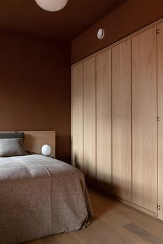 The Audo Hotel was transformed into a disused merchant house by Norm Architects and Menu for a shipping magnate in Nordhavn, Copenhagen's new waterfront. Interior Architecture, Interior Design, Industrial Interiors, Industrial Style, Home Bedroom, Bedroom Signs, Master Bedrooms, Modern Bedroom, Bedroom Ideas
