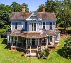 Old Abandoned Houses, Abandoned Mansions, Abandoned Buildings, Abandoned Places, Scary Houses, Miller Homes, Somewhere In Time, Old Farm Houses, Grand Homes