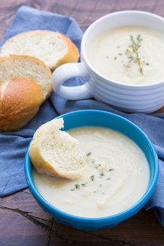 Creamy, Easy Cauliflower Leek Soup, ready in 30 minutes! Healthy and vegetarian. | http://www.kristineskitchenblog.com