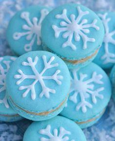 Christmas macarons with snowflakes #MincePieMixUp #Festive #Bake
