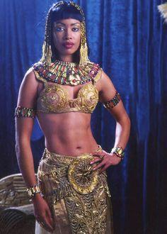 Gina Torres as Cleopatra on Xena: Warrior Princess. Nefertiti Bust, Queen Nefertiti, Gina Torres, Afro, Queen Cleopatra, Xena Warrior Princess, Hollywood Fashion, Black Queen, Black People