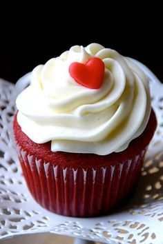 Nothing is more convenient for Valentines treat than gorgeous red velvet cake or a cupcake. Red Velvet Cupcakes with cream cheese frosting swirl on top, Cupcakes With Cream Cheese Frosting, Love Cupcakes, Beautiful Cupcakes, Red Velvet Cupcakes, Easter Cupcakes, Yummy Cupcakes, Velvet Cake, Mocha Cupcakes, Gourmet Cupcakes