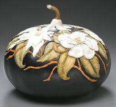 The Annual International Gourd Art Festival is the worlds largest festival of arts, craft, and gourds! Decorative Gourds, Hand Painted Gourds, Amazing Pumpkin Carving, Art Du Monde, Gourds Birdhouse, Wood Burning Art, Art Carved, Gourd Art, Art Festival