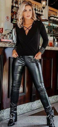 Cutie in black faux Leather Leggings - Christophe - Richard Paul Haynes Jr - Damenschuhe Spanx Leather Leggings, Tight Leather Pants, Leather Pants Outfit, Shiny Leggings, Leather Trousers, Leather Dresses, Leggings Are Not Pants, Leggings Style, Leder Outfits