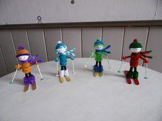 Des petits Skieurs avec une pince à linge en bois