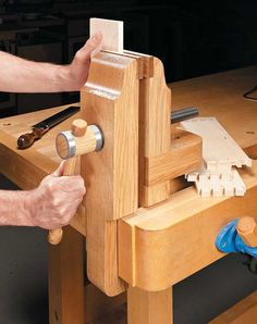Woodworking Workbenches Shop Made Workbench Vise - Take a Closer Look Workbench Vise, Portable Workbench, Woodworking Workbench, Woodworking Projects, Woodworking Hand Tools, Wood Vise, Tool Bench, Diy Workshop, Homemade Tools