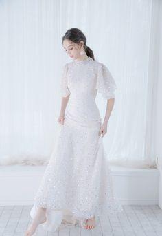 Muslim Wedding Gown, Wedding Dresses, Korean Wedding, Beautiful Wedding Gowns, Korean Fashion, Designer Dresses, Evening Dresses, Fashion Dresses, White Dress