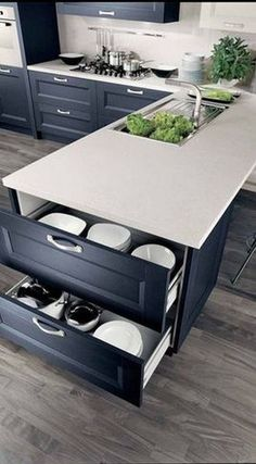 Breathtaking 36 Awesome Secrets That Will Make Neat Kitchen Cabinet http://gurudecor.com/2019/04/14/36-awesome-secrets-that-will-make-neat-kitchen-cabinet/